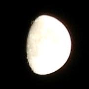 Mond mit goldenem Henke