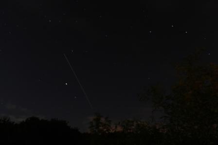Spur der ISS am Nachthimmel