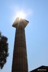 Sonne über Säule vom Zeus-Tempel in Olympia