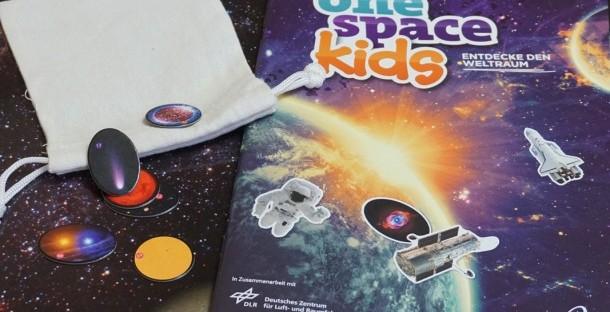 """Buchcover & Zubehör """"one space kids"""""""