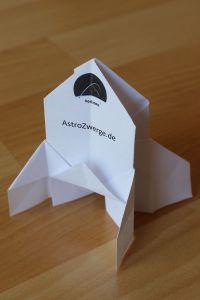 """Origamirakete mit horizons patch und Aufschrift """"AstroZwerge.de"""""""