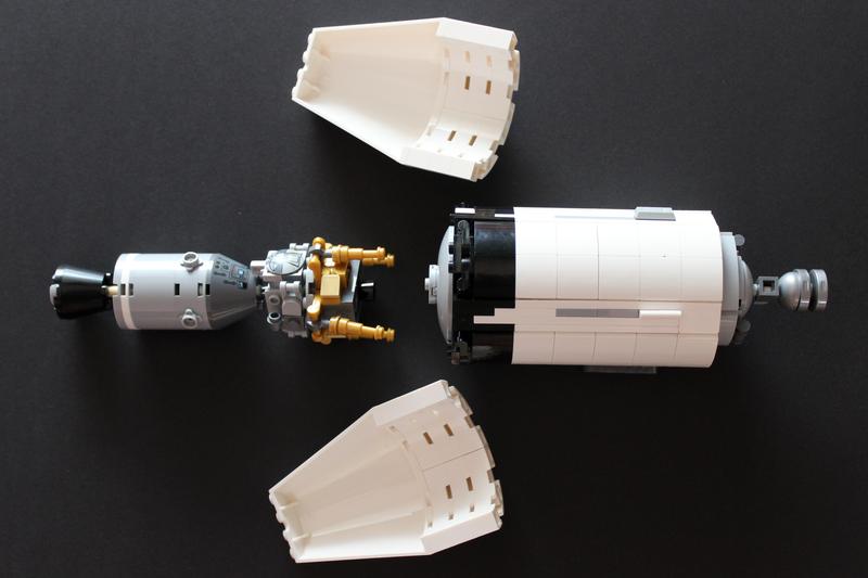 LEGO Apollo 11 Module zieht Lander raus