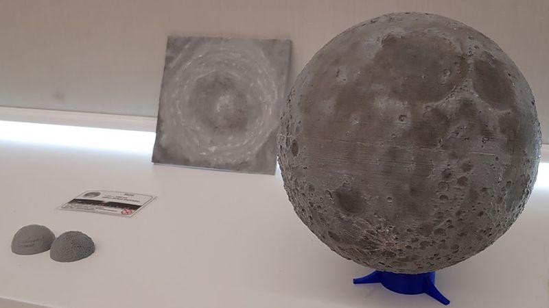 verschiedene 3D Drucke vom Mond