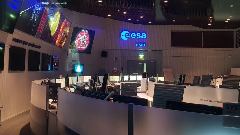 Blick in den leeren Mission Control Room